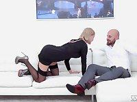 Messy cum on face ending for charming blonde model Elen Million