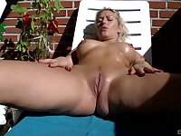 After a long day nothing is good for Lina Lonatelo like ramming a dildo